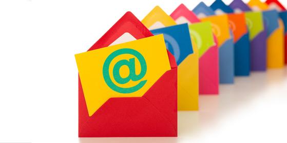 O email ainda é hoje em dia um dos serviços eletrônicos mais utilizados da Internet. Uma campanha de Mala Direta Eletrônica ou eMail Marketing, é uma forma poderosa de atingir um grande número de usuários de forma eficaz e com um investimento moderado.