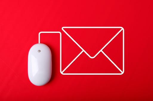 O que faz do eMail Marketing uma ferramenta eficaz? Agilidade A informação de uma promoção, de um novo produto, de um recall de peças… tudo isso em segundos. Interatividade Um simples link no email possibilita ao destinatário realizar uma ação como retornar uma resposta, visitar um site ou solicitar a sua exclusão da lista.
