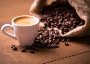 O novo café da Starbuck's tem sabor de marketing bem feito O australiano Flat White é o novo sucesso da Starbuck's nos Estados Unidos. Entenda a estratégia de marketing por trás dos cafés da rede