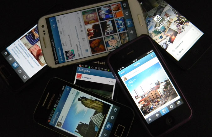 O novo recurso do Instragram de anúncios carrossel permitirá que as marcas publiquem diversas imagens, que os usuários podem ver passando o dedo pela tela do telefone.