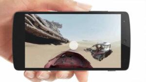 """Tecnologia do Facebook com vídeos em 360º permite que o usuário """"mergulhe"""" no vídeo, escolhendo o ângulo que quer ver. O novo recurso é semelhante ao já existente no YouTube. Várias páginas do Facebook postaram vídeos para demonstrar a tecnologia, como a GoPro (gopro/videos) e o Star Wars (StarWars.br/videos). Por enquanto, o formato só funciona na versão web e no aplicativo para Android. O suporte para iOS , em smartphones como o iPhone 6, deve chegar em alguns meses."""