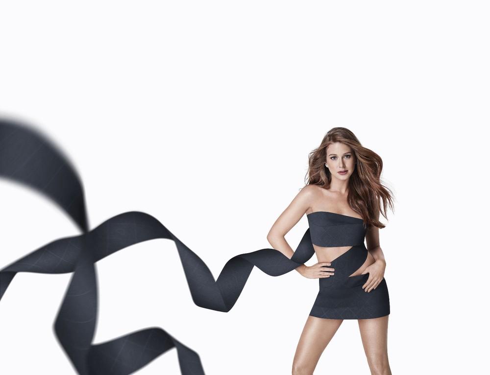 A marca Personal acaba de lançar um papel higiênico preto e escolheu a atriz Marina Ruy Barbosa para divulgar o produto. Segundo a fabricante Santher, é o primeiro papel higiênico preto produzido no país.