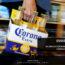 Sobrou para a cerveja Corona, na crise do coronavírus. O Google Trends mostra o aumento de buscas que relacionam o coronavírus, onde o número de mortes chega a 490 pessoas na China